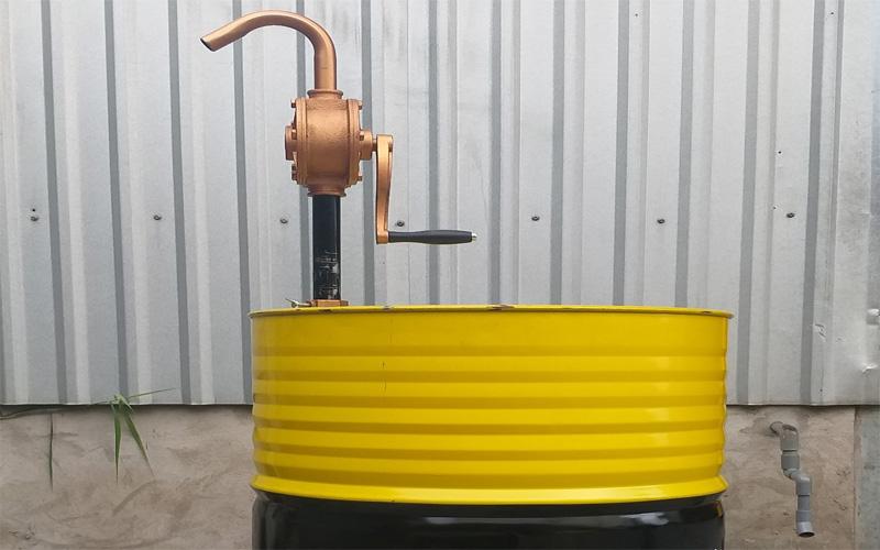 Dụng cụ hút dầu bằng tay- Bơm dầu quay tay loại tốt