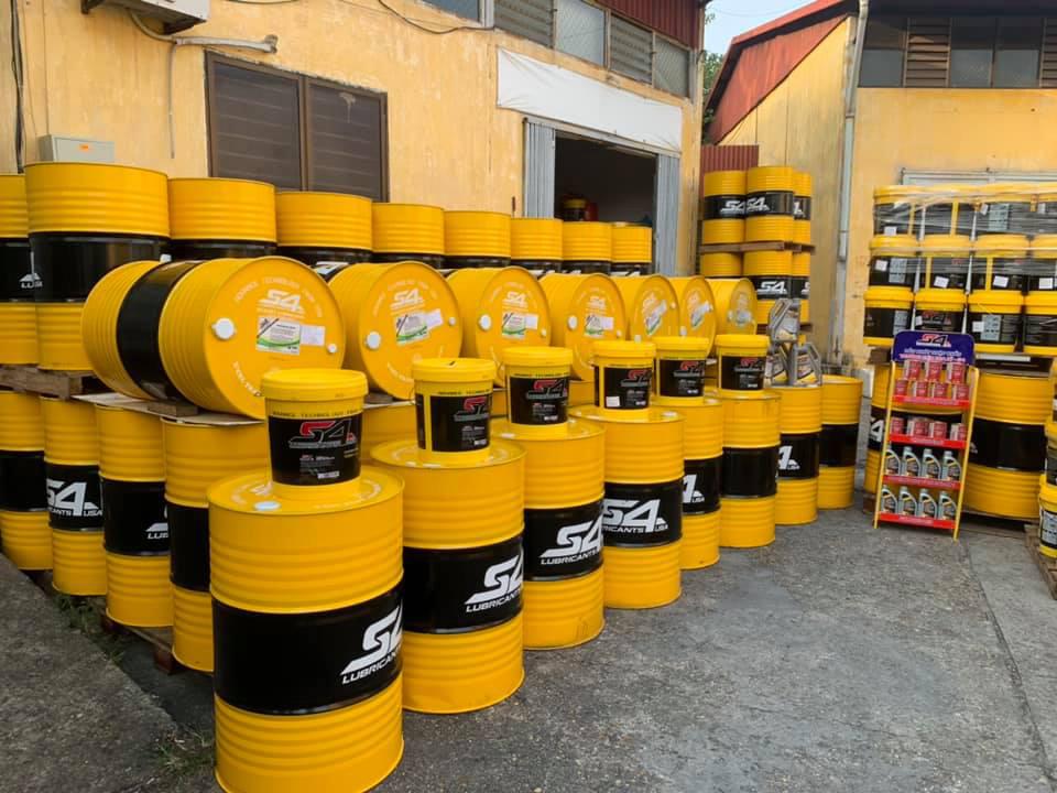 Dầu động cơ nhập khẩu từ Malaysia thương hiệu S4.Tìm nhà phân phối trên toàn quốc